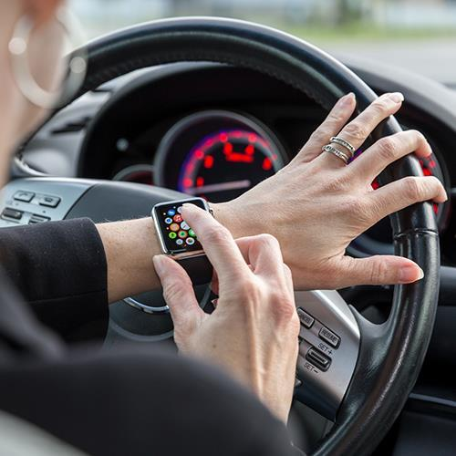 A Complete Guide to Recognizing and Avoiding Distracted Driving